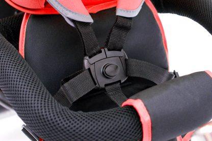 triciclo-gemelar-rojo-niños-con-cinturon-de-seguridad