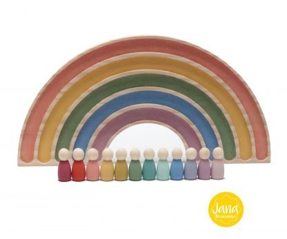 arcoiris decoracion con 12 nins en tonos pastel JanaBanana