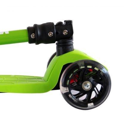 patinete-niñao-verde-3-ruedas-luz-led-seguro