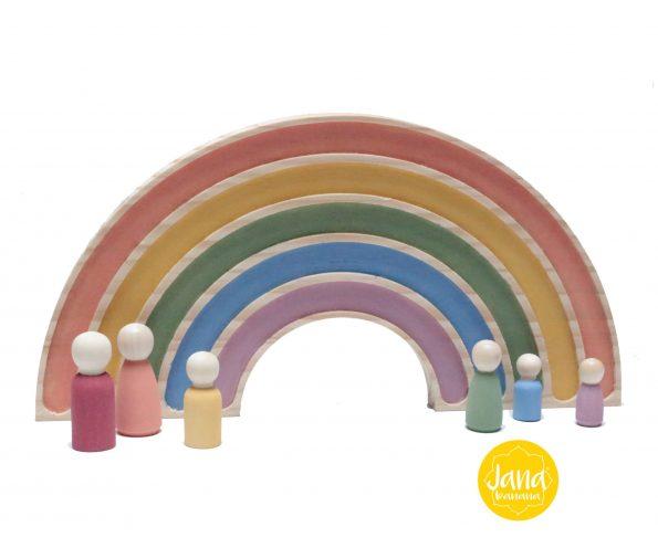 arcoiris-decoracion-con-familia-nins-en-tonos-pastel-JanaBanana-scaled-1.jpg