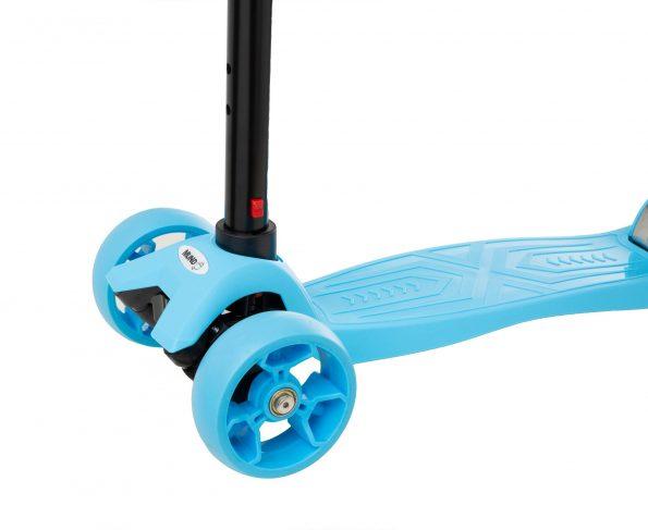 patinete-con-asiento-azul-ruedas-grandes-scaled-1.jpg
