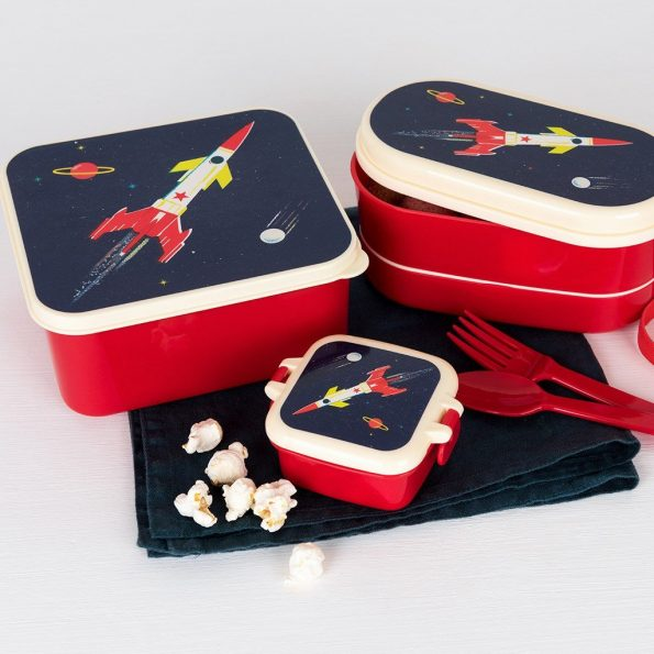 space-age-lunch-boxes-28502-28505-28508-lifestyle_0.jpg